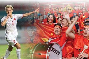 Nhiều trường trang bị màn hình lớn để sinh viên xem bóng đá