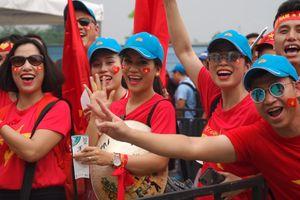 Cổ động viên Việt Nam: 'Son Heung-min sẽ đi bộ đội'