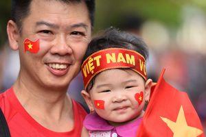 Người hâm mộ cả nước xuống đường cổ vũ cho Olympic Việt Nam