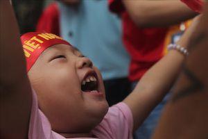 Đang phát 1.000 áo cờ đỏ sao vàng cổ vũ đội tuyển U23 Việt Nam