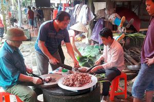 Gia đình thủ môn Bùi Tiến Dũng mổ trâu cổ vũ Olympic Việt Nam