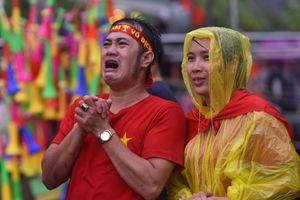 Dù không vượt qua được Hàn Quốc, nhưng CĐV vẫn nức lòng vì Olympic Việt Nam đã làm nên lịch sử
