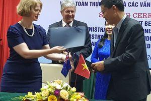 Việt Nam ký thỏa thuận hợp tác về an toàn thực phẩm với New Zealand