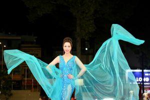 Trịnh Kim Chi bay bổng trong váy dạ hội cảm hứng 'Đại Dương Xanh'