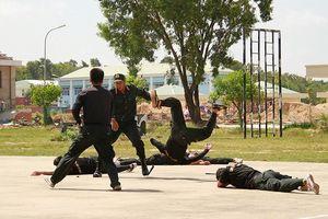Những màn võ thuật đặc sắc của cảnh sát đặc nhiệm