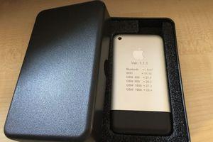 Nguyên mẫu iPhone chạy OS X được đấu giá 12.000 USD