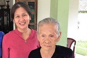Nước mắt trùng phùng của 2 mẹ con sau 45 năm thất lạc