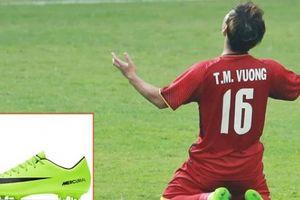 Giày đấu nõn chuối nổi bật của 'hot boy U23 VN' Minh Vương