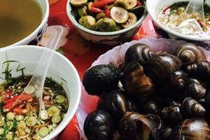 Xuýt xoa với những món ốc cay vào ngày mưa gió ở Hà Nội