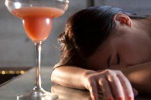 Hai thói quen làm tăng nguy cơ đột quỵ từ tuổi…17