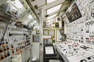Cuộc sống chật chội bên trong tàu ngầm già nhất nước Anh
