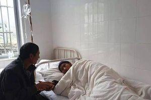 Người con địu mẹ 7 năm đi tìm thầy chữa bệnh