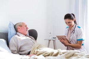 Dinh dưỡng cho bệnh nhân lớn tuổi sau phẫu thuật