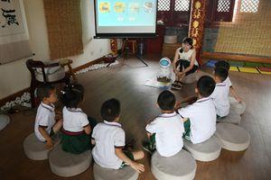 Trường mẫu giáo 'sốt' với giáo viên robot