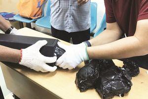 Truy tìm chủ của những gói quà chứa hơn 20 kg thuốc lắc