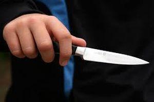 Giáo viên mầm non cầm dao dọa cắt tay trẻ nhỏ