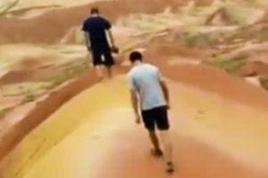 Du khách Trung Quốc đăng clip khoe phá tan tành địa mạo 100 triệu năm