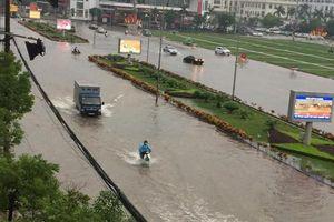 Bắc Giang: Ô tô, xe máy 'bơi' trong lòng thành phố