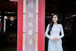 Hoa khôi Thời trang Dy Khả Hân tự tin diện áo dài trước thềm Ms Vietnam New World 2018