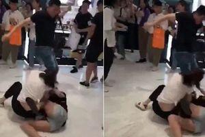 Hai cô gái Trung Quốc đánh nhau vì tranh mua hàng miễn thuế ở Hàn Quốc