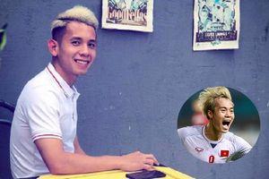 Bắt kịp trend tóc bạch kim của Văn Toàn, Hồng Duy Pinky 'tiếp sức' cho đồng đội, tiện thể bán hàng luôn!