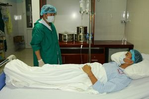 Bệnh viện Đa khoa tỉnh thực hiện thành công ca phẫu thuật nội soi lấy thận để ghép từ người cho sống