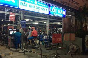 Bến xe miền Đông hết chỗ giữ xe máy, các bãi giữ xe bên ngoài tăng giá cao