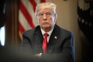 Ông Trump cắt chế độ tăng lương của gần 2 triệu công chức Mỹ