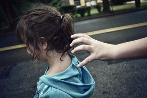 Rèn luyện kỹ năng giao tiếp cho bé tiểu học với những người xung quanh