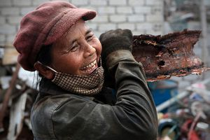 Ngắm phụ nữ Việt 'nắng mưa nhọc nhằn vẫn tươi duyên' của Lê Bích