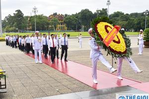 Lãnh đạo Bộ Ngoại giao viếng Lăng Bác nhân kỷ niệm 73 năm Quốc khánh 2/9