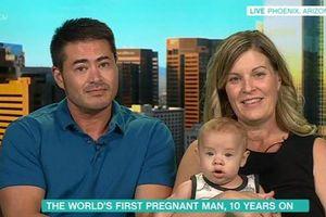 Người đàn ông mang bầu đầu tiên trên thế giới 'gây sốc vì muốn sinh thêm con
