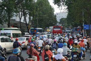 TP.HCM: Người dân nô nức đi các tỉnh nghỉ lễ, bến xe 'cháy' vé