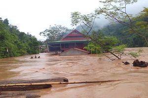 Nghệ An: 12 bản làng đang bị cô lập trong nước lũ