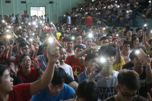 Điểm lại những khoảnh khắc 'tiếp lửa' ấn tượng của hàng nghìn sinh viên Việt Nam cổ vũ đội tuyển Olympic ở bán kết ASIAD 2018