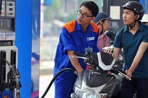 Giá xăng dầu hôm nay 31/8: Chốt tháng cao chót vót