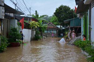 Mưa lớn gây ngập úng nghiêm trọng khu vực lòng chảo Điện Biên