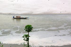 Cảnh báo lũ lụt khi khối lượng nước chưa từng có chảy xuống Brahmaputra