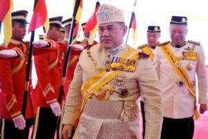 Quốc vương Malaysia hủy lễ mừng sinh nhật để 'hùn tiền' trả nợ công