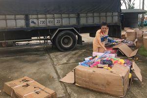 Bắt giữ xe tải vận chuyển đồ chơi trẻ em nhập lậu