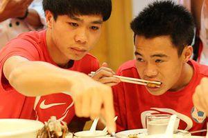 Các cầu thủ U23 ăn gì để nhanh chóng hồi phục sau chấn thương
