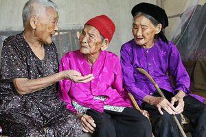 Bí kíp sống 'trường thọ' của ba chị em trên trăm tuổi