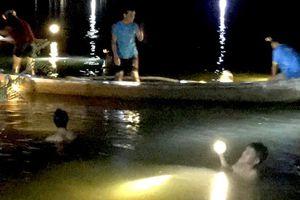 Rủ nhau tắm sông, 4 em nhỏ chết đuối
