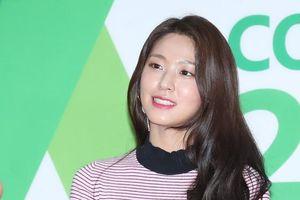 'Nữ thần quyến rũ' Seolhyun lộ mặt bóng dầu trên thảm đỏ