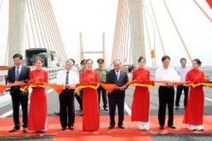 Thủ tướng dự Lễ thông xe tuyến đường cao tốc Hạ Long - Hải Phòng, cầu Bạch Đằng