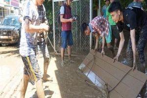 Thanh Hóa: Lũ rút, người dân cật lực dọn bùn