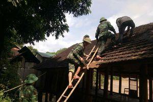 Sát cánh cùng đồng bào miền Tây Nghệ An vượt qua lũ lụt