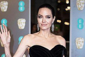 Showbiz 1/9: Fan sốc với cân nặng hiện tại của Angelina Jolie