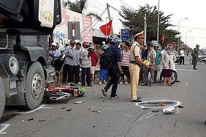 Xe ben tông liên tiếp 2 xe máy, 2 người tử vong
