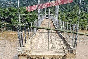 Nghệ An: Lũ cắt đứt cầu treo, 400 hộ dân bị cô lập